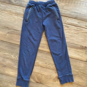 Boys Hanna Andersson navy joggers in size 8